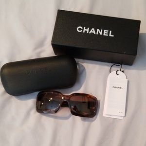 Chanel RARE Tortoise Shell Leather Logo Su…